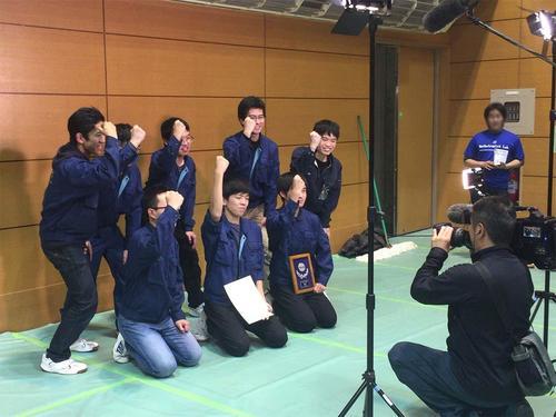 全国大会出場が決まり取材を受ける福島Aチームの学生たち.jpg